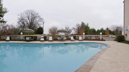 Outdoor Pool | Holiday Inn Express Nashville-Hendersonville