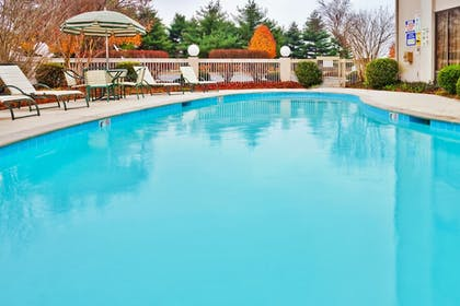 Pool | Holiday Inn Express Nashville-Hendersonville