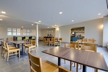 Breakfast Area | Country Inn & Suites by Radisson, Syracuse North, NY