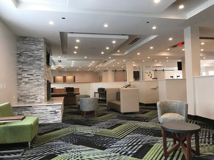 Lobby Sitting Area | Holiday Inn Express Naperville