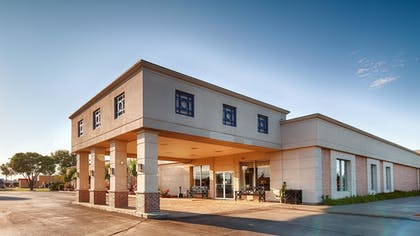 Hotel Front | Best Western Crossroads Of The Bluffs