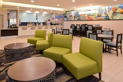 Lobby Sitting Area | La Quinta Inn & Suites by Wyndham Indianapolis South