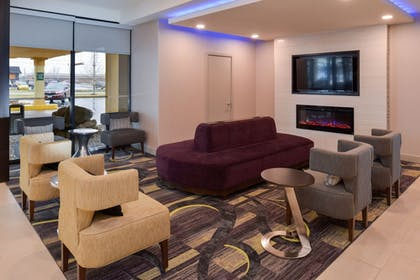 Lobby Lounge | La Quinta Inn & Suites by Wyndham Indianapolis South