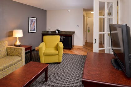 Living Area | La Quinta Inn & Suites by Wyndham Indianapolis South