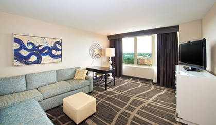 | 1 King Bed Alcove Suite | Hilton St. Petersburg Bayfront
