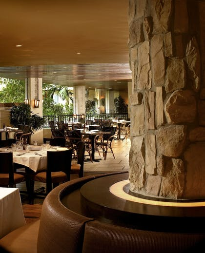 Restaurant | The Mayfair at Coconut Grove