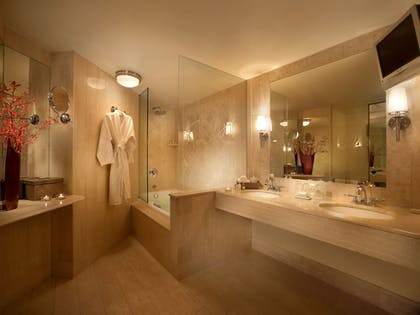 Bathroom | The Mayfair at Coconut Grove