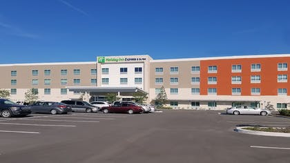 Exterior | Holiday Inn Express & Suites Tampa East - Ybor City