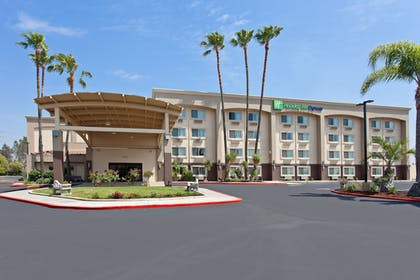 Featured Image | Holiday Inn Express Colton-Riverside North