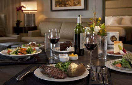 In-Room Dining | DoubleTree Suites by Hilton Austin