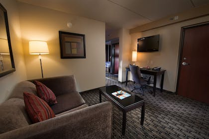 Guestroom | Crowne Plaza Milwaukee Airport