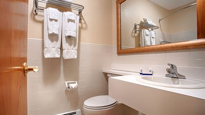 Bathroom | Magnuson Grand Pioneer Inn and Suites