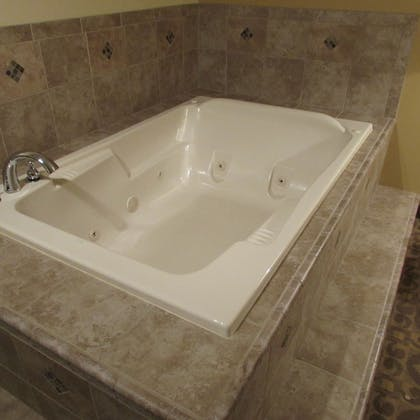 Jetted Tub | Magnuson Grand Pioneer Inn and Suites
