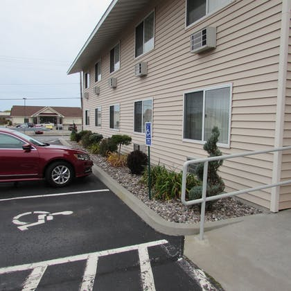 Parking | Magnuson Grand Pioneer Inn and Suites