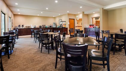 Breakfast Area | Best Western Plus Plaza by the Green