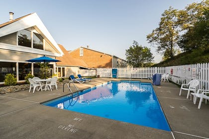 Outdoor Pool | Quality Inn