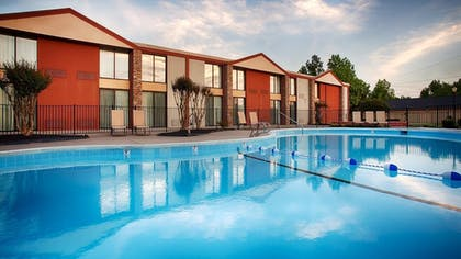 Pool | Best Western Plus Burlington