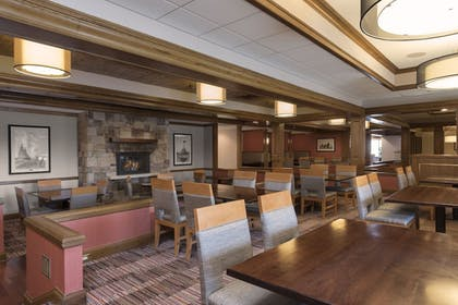 Dining | DoubleTree by Hilton Grand Rapids Airport
