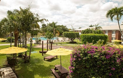 Courtyard View | Best Western Palm Beach Lakes