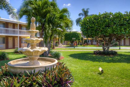 Property Grounds | Best Western Palm Beach Lakes