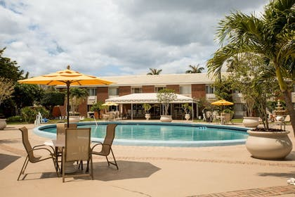 Outdoor Pool | Best Western Palm Beach Lakes