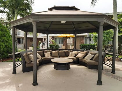 Gazebo | Best Western Palm Beach Lakes