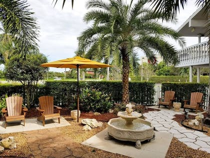 Garden | Best Western Palm Beach Lakes
