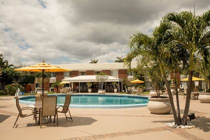 Pool | Best Western Palm Beach Lakes