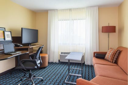 Guestroom | Fairfield Inn & Suites by Marriott Springfield