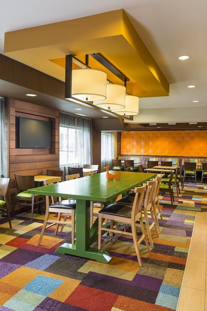 Restaurant | Fairfield Inn & Suites by Marriott Springfield
