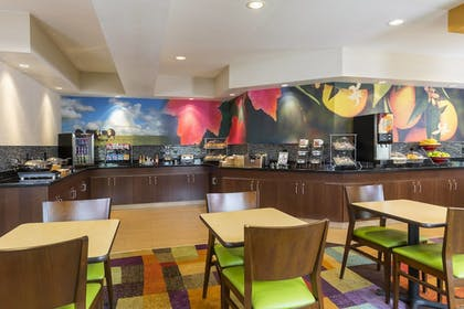 Breakfast Area | Fairfield Inn & Suites by Marriott Springfield