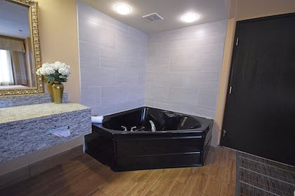 Private Spa Tub | Best Western Resort Hotel & Conference Center