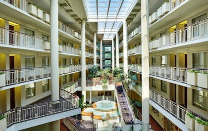 Lobby | Embassy Suites by Hilton Parsippany