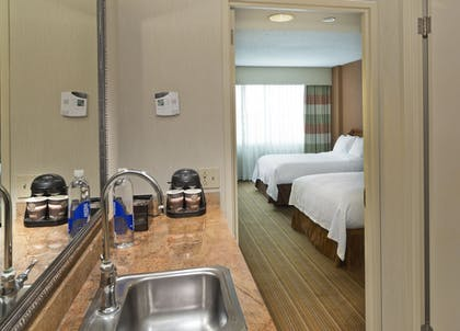 Guestroom | Embassy Suites by Hilton Parsippany