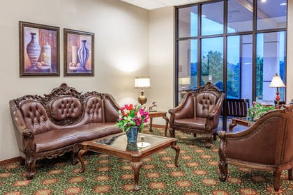 Lobby Sitting Area | Angel Inn by the Strip
