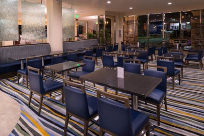 Restaurant | Holiday Inn Express Hotel and Suites Pasadena-Colorado Blvd