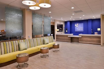 Lobby Sitting Area | Holiday Inn Express Hotel and Suites Pasadena-Colorado Blvd