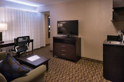 Living Room | Holiday Inn Express Hotel and Suites Pasadena-Colorado Blvd