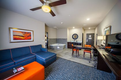 Guestroom | Holiday Inn Express & Suites Oklahoma City Southeast I-35