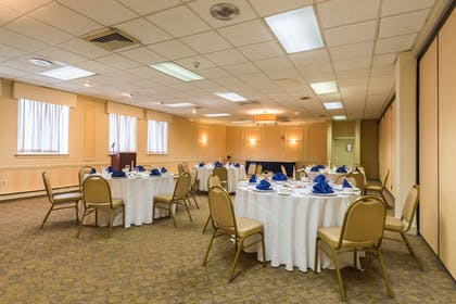 Meeting Facility | Quality Inn & Suites Conference Center
