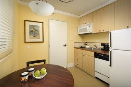 In-Room Kitchen | Park Lane Suites and Inn