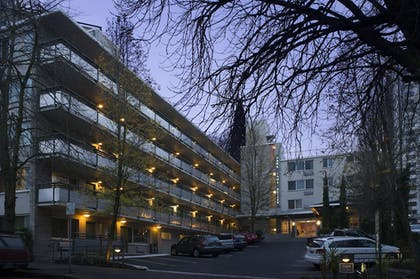 Hotel Front - Evening/Night | Park Lane Suites and Inn