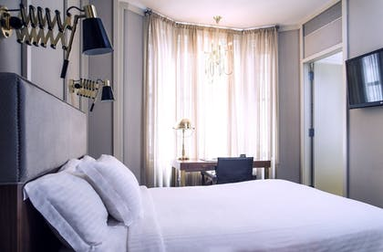 Guestroom | The Evelyn Hotel
