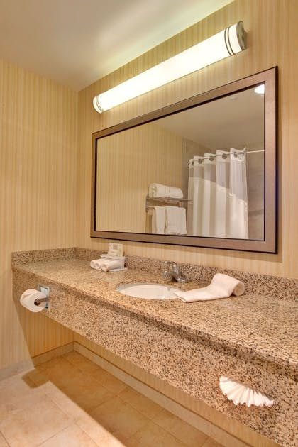 Guestroom | Holiday Inn Express Los Angeles Airport