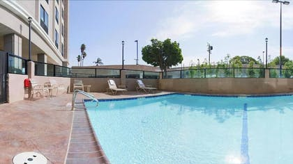 Outdoor Pool | Holiday Inn Express Los Angeles Airport