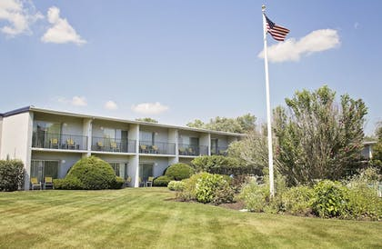 Property Grounds | Best Western At Historic Concord