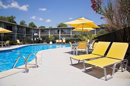 Outdoor Pool | Best Western At Historic Concord
