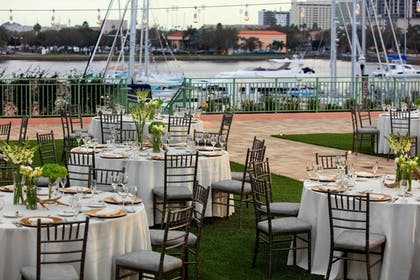 Outdoor Dining | The Vinoy Renaissance St. Petersburg Resort & Golf Club