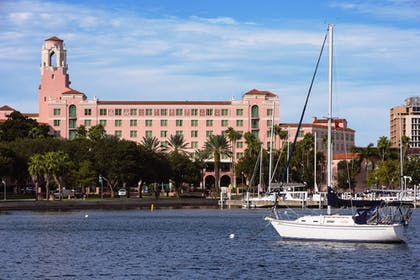 Featured Image | The Vinoy Renaissance St. Petersburg Resort & Golf Club