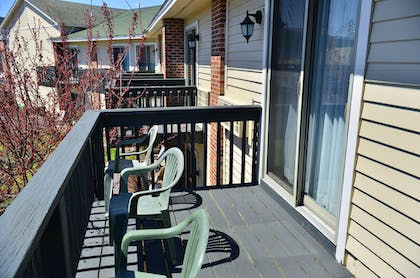 Porch | Clarion Inn & Suites at the Outlets of Lake George